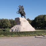 Pequestrian staty av Peter det stort på den Senat fyrkanten Arkivfoto