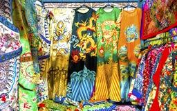 Pequim Ch da feira da ladra de Dragon Replica Silk Robe Panjuan do chinês imagens de stock