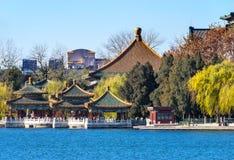Pequim China de cinco Dragon Pavilions Beihai Lake Park imagens de stock