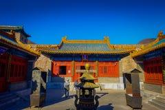PEQUIM, CHINA - 29 DE JANEIRO DE 2017: Andando ao redor no Grande Muralha impressionante, os templos pequenos, estátuas e compram Fotos de Stock