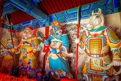 PEQUIM, CHINA - 29 DE JANEIRO DE 2017: Andando ao redor no Grande Muralha impressionante, os templos pequenos, estátuas e compram Foto de Stock