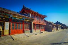 PEQUIM, CHINA - 29 DE JANEIRO DE 2017: Andando ao redor no Grande Muralha impressionante, os templos pequenos, estátuas e compram Fotografia de Stock