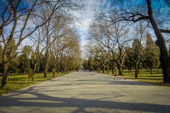 PEQUIM, CHINA - 29 DE JANEIRO DE 2017: Andando em torno do jardim do compund de Templo do Céu, um complexo imperial com vário Imagens de Stock