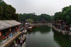 Pequim, China - 15 de maio de 2018, turistas que compram no stre de Suzhou imagens de stock royalty free
