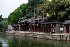 Pequim, China - 15 de maio de 2018, turistas que compram no stre de Suzhou foto de stock