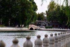 Pequim Shichahai da visita no outono foto de stock royalty free