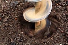 Perçage de foret d'au sol de foret de perçage image stock