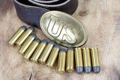Período da guerra civil da fivela de cinto dos E.U. com cartuchos do revólver Fotografia de Stock