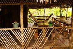 Perú, paisaje peruano de Amazonas. El acuerdo indio típico de las tribus del presente de la foto en el Amazonas imagen de archivo libre de regalías