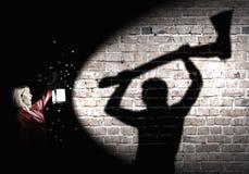 Per guida che osserva donna Fotografie Stock Libere da Diritti