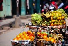 Per la frutta fresca di vendita sulla bicicletta Fotografia Stock