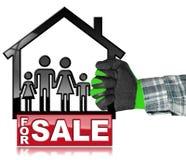 Per la vendita - House di modello con una famiglia Immagine Stock