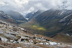 Perú - mire del valle del Blanca de Cordillera en los Andes Foto de archivo
