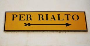Per Rialto underteckna in Venedig, Italien arkivfoton