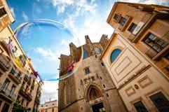 Per sempre inseguire le bolle intorno a Barcellona fotografie stock