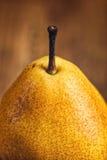 Pera amarela na tabela de madeira Foto de Stock Royalty Free