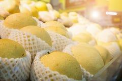 Pera chinesa na loja do supermercado fotografia de stock