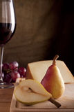 Pera com vinho e queijo Foto de Stock Royalty Free