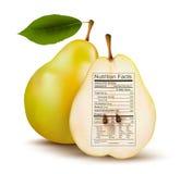 Pera con la etiqueta de los hechos de la nutrición. Concepto de salud Fotografía de archivo libre de regalías
