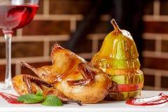 Pera con miele Dessert saporito con miele e la pera sulla linguetta di legno Immagini Stock