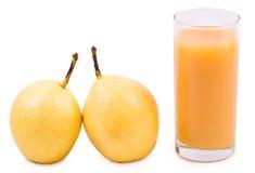 Pera della bevanda e una pera matura sopra Immagine Stock