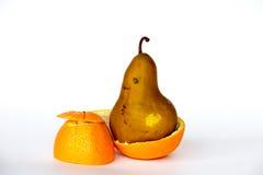 Pera dentro de una naranja Imágenes de archivo libres de regalías