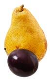 Pera e ameixas maduras Fotografia de Stock