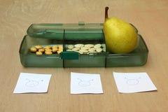 Pera em um pacote de vitaminas com sorrisos Imagens de Stock Royalty Free