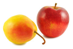 Pera gialla e mela rossa Fotografie Stock