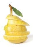 Pera gialla sugosa su bianco fotografie stock libere da diritti