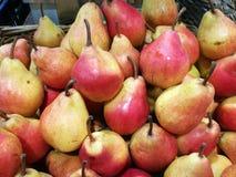 Pera na exposição no mercado dos fazendeiros Foto de Stock Royalty Free