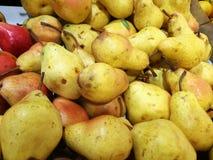 Pera na exposição no mercado dos fazendeiros Imagem de Stock Royalty Free