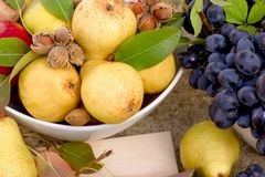 Pera orgánica dulce, fruta estacional, fruta del otoño - cosecha rica fotos de archivo