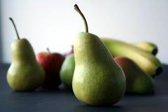 Pera, plátano y manzana Imágenes de archivo libres de regalías