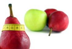 Pera roja con la sujetar con cinta adhesiva-línea fotos de archivo