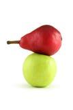 Pera roja y manzana verde fotografía de archivo