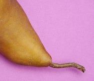 Pera sulla porpora Fotografia Stock