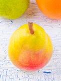 Pera y fruta en Fotos de archivo libres de regalías