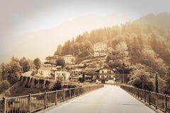 Perarollo Di Cadore górska wioska Domy na górach obraz stock