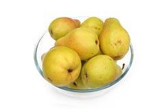Peras amarelas no prato de vidro Imagem de Stock Royalty Free