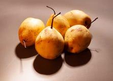 Peras chinas con las sombras fotografía de archivo
