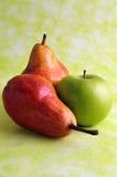 Peras e maçã verde Fotos de Stock Royalty Free