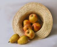 Peras e maçãs Fotografia de Stock Royalty Free