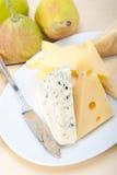 Peras e queijo frescos Fotos de Stock Royalty Free
