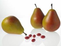Peras e tabuletas de vitamina Foto de Stock Royalty Free
