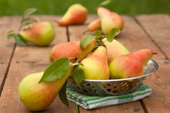 Peras em uma tabela Fotos de Stock