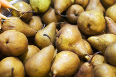 Peras en un mercado de los granjeros Imagen de archivo
