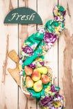 Peras estacionales frescas en el backround de madera Fotografía de archivo libre de regalías
