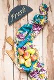 Peras estacionales frescas en el backround de madera Foto de archivo