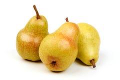 Peras maduras frescas suculentas de Williams, isoladas em um fundo branco foto de stock royalty free